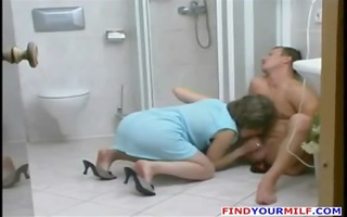 older floozy entice younger stud in the shower