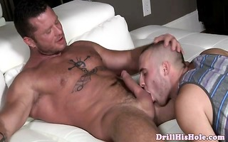 muscly top lad dominates skinhead bottom