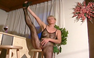 blond mama shows off in hose outfit - inferno
