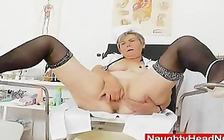 mamma masturbation with a pussy-expander in