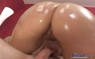 victoria gets her bubble booty pounded
