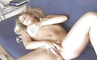 sexy older golden-haired diddles herself