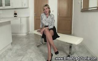 lady sonia flashes billibongs and panties