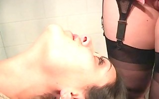 lesbo bdsm woman in bondage facesitting