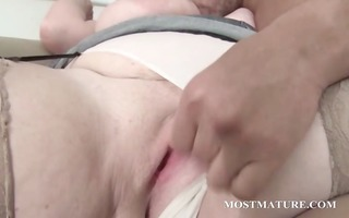 aged big beautiful woman gives boob and oral sex
