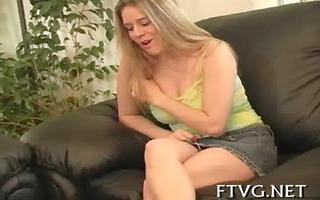 hotty fondles her wet crack