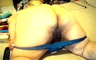 blue pants on my big booty