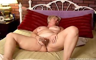 older amateur with big milk shakes works her