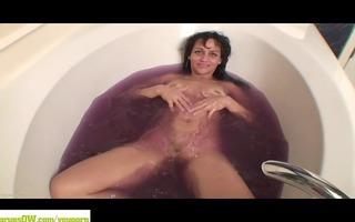 aged cougar cielo tub masturbation