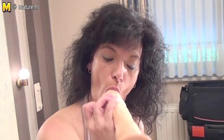 dilettante old mother getting ready with her sex