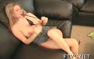 hottie masturbates so well