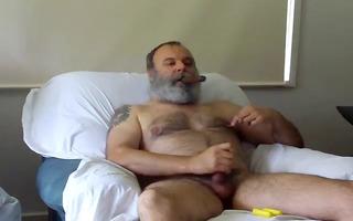 bear dad smokin and jerking off