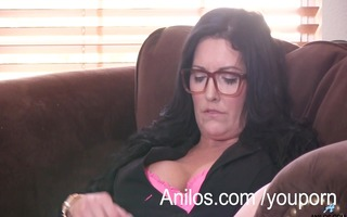 bigtit mommy trembles with intensive agonorgasmos