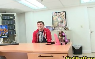 guy receives his gazoo buttered in office homo