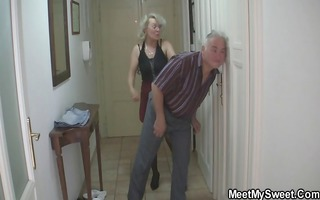 stud caught his girlfriend with her mature mommy