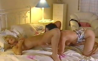 hawt lesbian babes eating pussy!