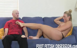 im addicted to getting my feet hot worshiped
