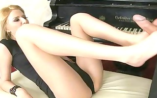 hot blond enjoy foot fetish