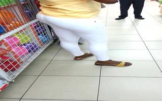 negra megaculona jeans blancos trasparencia calzon