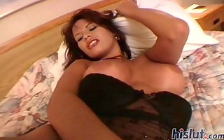 linda and her intimate show