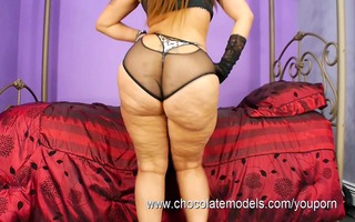 large a-hole latin chick scarlett - shakes her